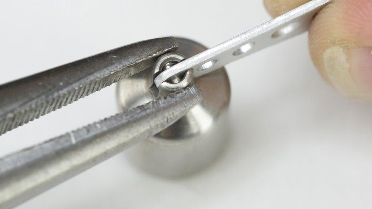 Keep the pliers away from the sliding surfaces